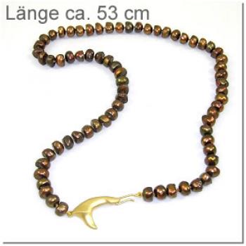 Rotbraune Perlkette mit Haiflosse, vergoldet